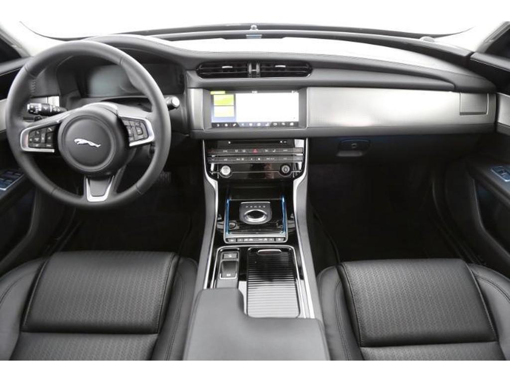 Jaguar-XF-Prestige-6